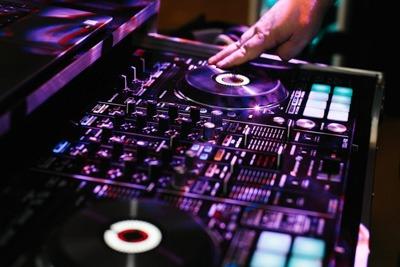 devon-dj-wedding-disco-party-bride-groom-entertainment-2-2